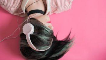 Жизнь в наушниках: как слушать музыку в наушниках без вреда для здоровья и с пользой для души