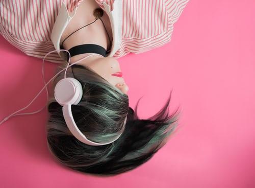 Жизнь в наушниках: как слушать музыку в наушниках без вреда для здоровья и с пользой для души, фото | Психо/логика