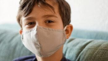 Ребенок спрашивает про ковид: как и что говорить детям про эпидемию коронавируса