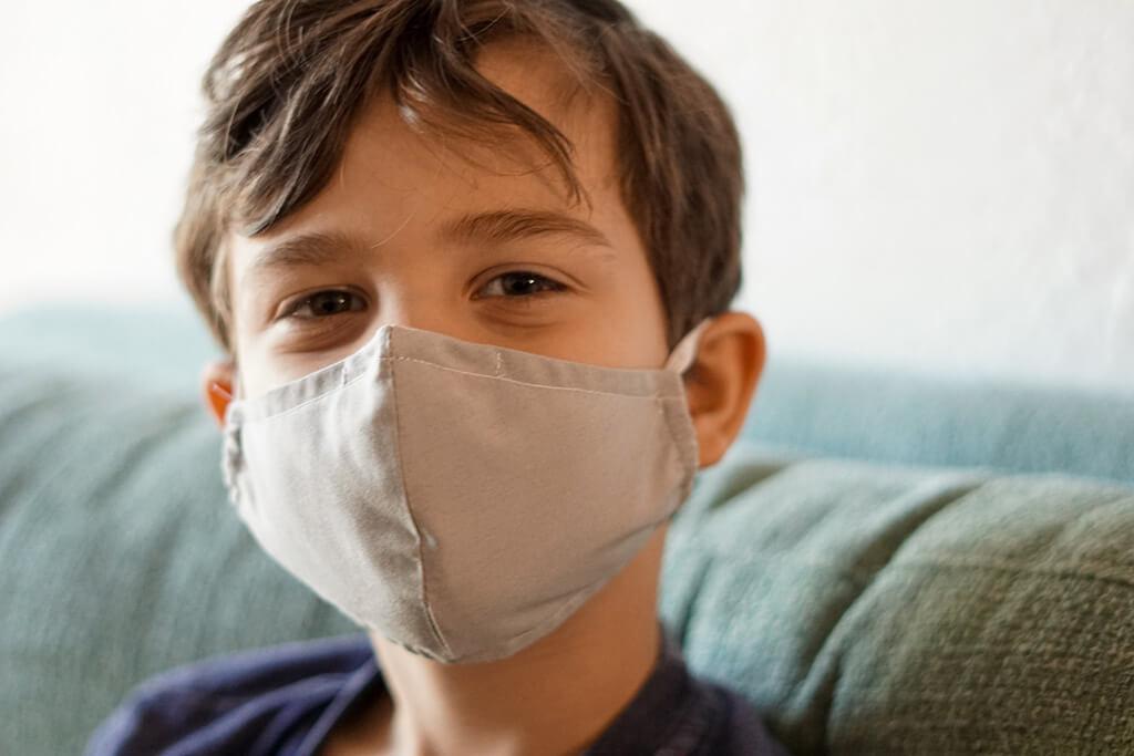 Ребенок спрашивает про ковид: как и что говорить детям про эпидемию коронавируса, фото